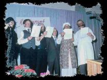 Ein Bild aus dem Jahre 1978. Das Stück hieß: Die lustige Sängerrunde. Der Dritte von rechts ist der Gründer der Theatergruppe Emil Tiedemann. Auf dem Bild sind weitere ehemalige Duddärägrößen zu sehe
